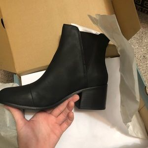 Toms Esme black leather Chelsea boots NiB 9